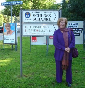 Hazel outside the Schloss Blutenburg in Munich, 2006